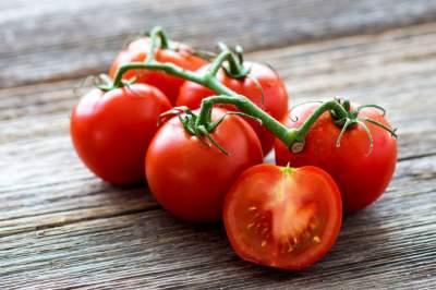 Врачи подсказали, можно ли гипертоникам есть помидоры