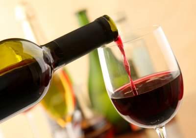 Врачи рассказали, действительно ли красное вино полезно для сердца