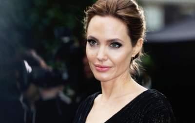 Подросшую дочь Анджелины Джоли «засекли» на прогулке с матерью