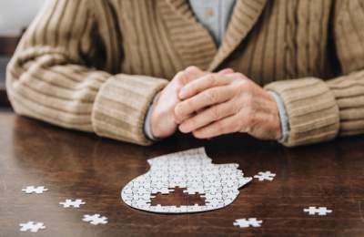 Названы способы снизить риск развития деменции