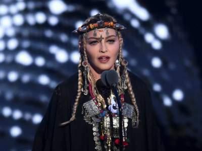 Мадонну заподозрили в пластике лица