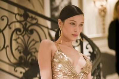 Белла Хадид произвела фурор в золотом платье от Ralph Lauren