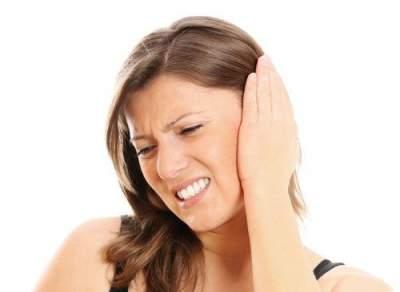 Врачи назвали главные причины шума в ушах