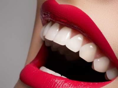 Как отбелить зубы без визита к стоматологу: проверенные средства