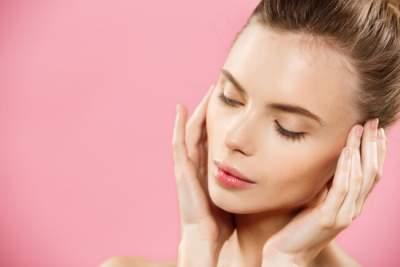 Косметологи подсказали, как сделать массаж лица от морщин самостоятельно