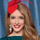 Катя Осадчая покрасовалась в платье с глубоким декольте