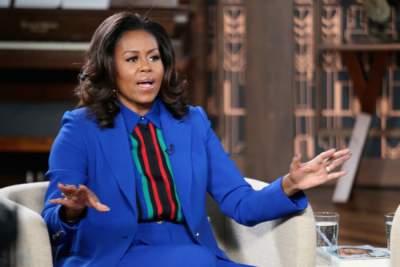 Мишель Обама в ярком костюме продемонстрировала стильный лук
