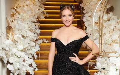 Катя Осадчая примерила необычное платье
