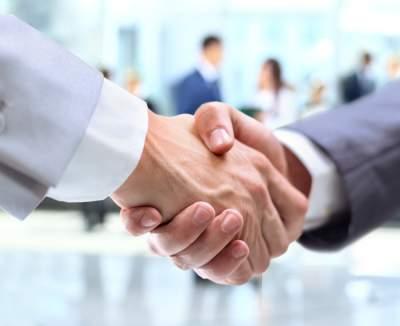 Медики рассказали, как рукопожатие может навредить организму