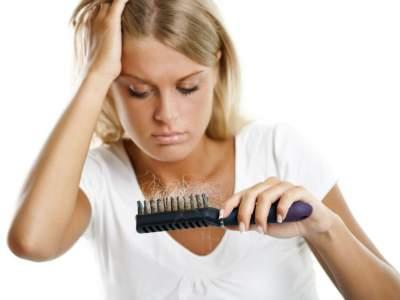 Стало известно, почему весной волосы выпадают сильнее, чем летом