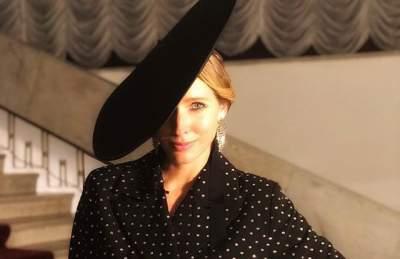Катя Осадчая похвасталась стройной фигурой в облегающем платье