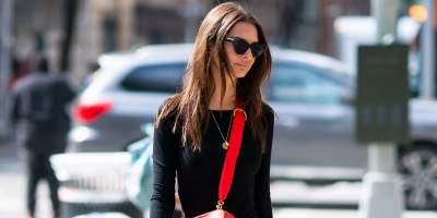 Эмили Ратаковски появилась в мини-платье на улицах Нью-Йорка