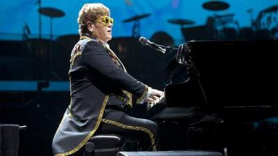 Элтон Джон получил травму во время концерта