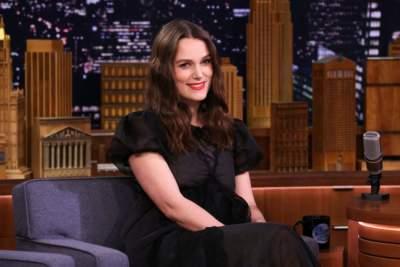 Известная голливудская актриса подчеркнула беременный живот