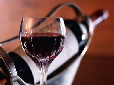 Медики рассказали о пользе красного вина