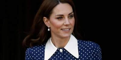 Кейт Миддлтон вышла в свет в платье с глубоким разрезом
